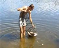 Видео «Рыбалка с Пашком» — Москва-река. Лещ (12 выпуск)