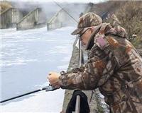 Видео «По клевым местам» —  Рыбалка на Москве-реке. Часть 1
