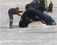 Видео «Ни хвоста, ни чешуи» —  Приколы на рыбалке