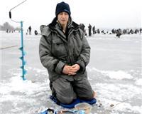Видео «Флагман» — Ловля плотвы со льда с чемпионом мира Алексеем Страшным. Зимние прикормки FLAGMAN