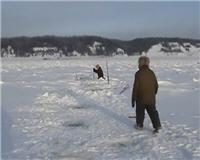 Счастливые люди - Установка сети под лед (Избранное из фильма)