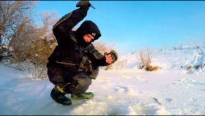 В глухозимье безмотылка выручает — Рыбалка с Сибиряком