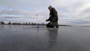 Зимняя Рыбалка в Астрахани 2019. Часть 2. Только расставили жерлицы и тут началось... - Рыбалка 68