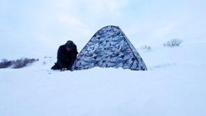 Ловля на мормышку и опарыша в палатке